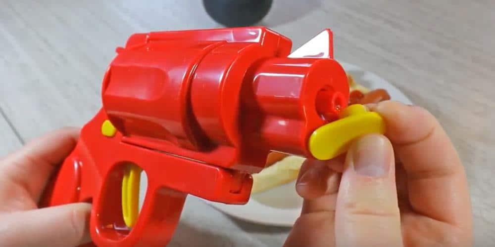 saus schieten met condiment gun