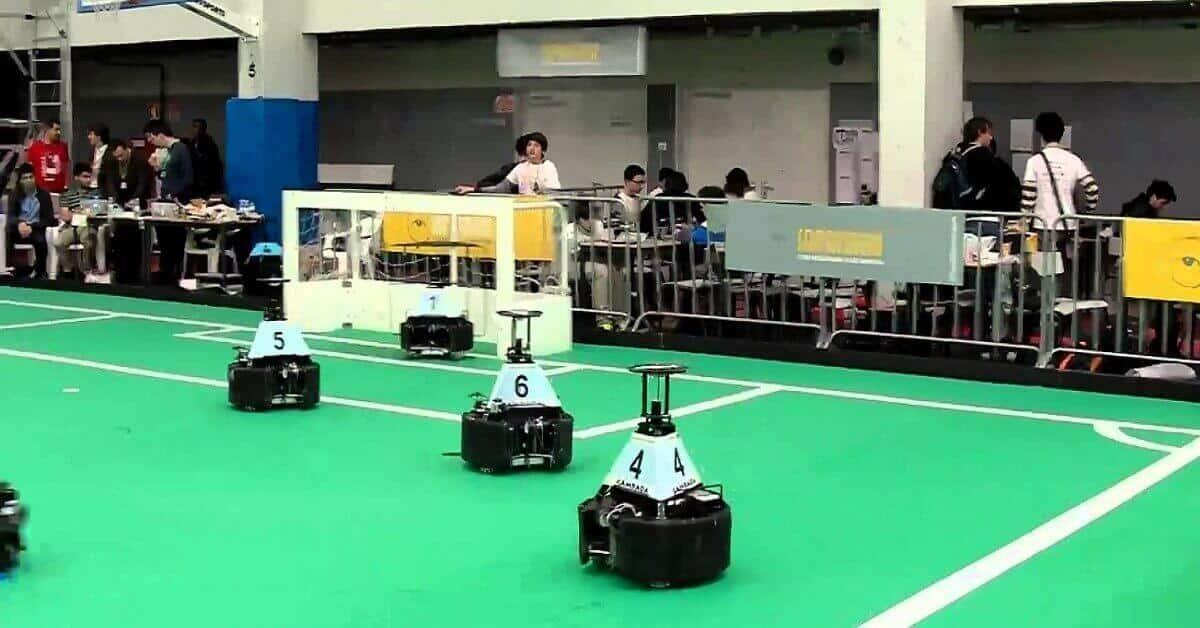 robotvoetballers in actie