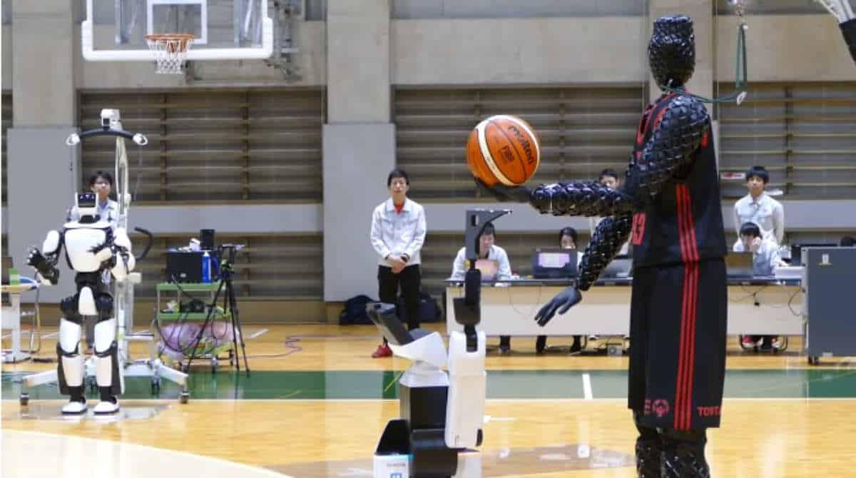 Cue 3 Toyota Basketbal Robot