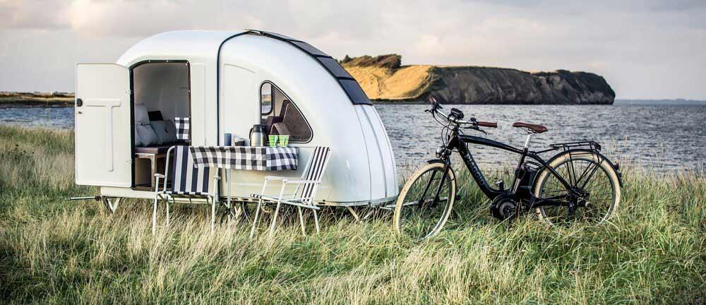 camper achter fiets
